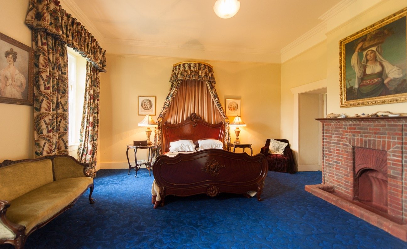 Baroness room